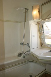 1977 Airstream Overlander Bathroom