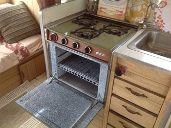 1967 Aristocrat Land Commander Stove